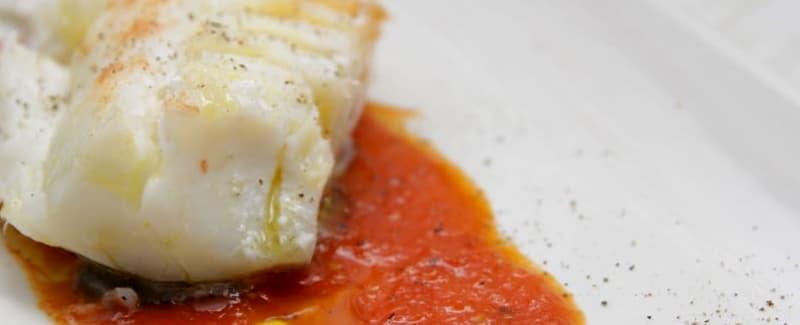 bacalao al horno con tomate y patatas panaderas